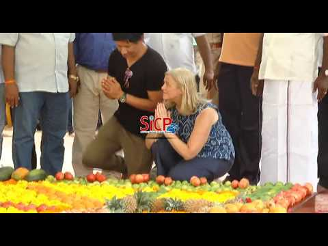 The Foreigner floral tributes at 'Kalaignar' Memorial | sicp